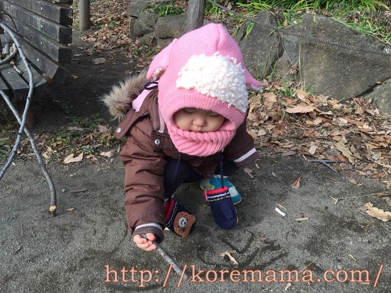 赤ちゃんの帽子付きネックウォーマー