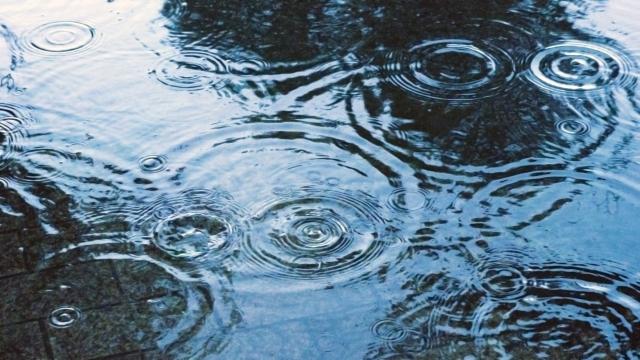 雨の日のベビーカー移動に